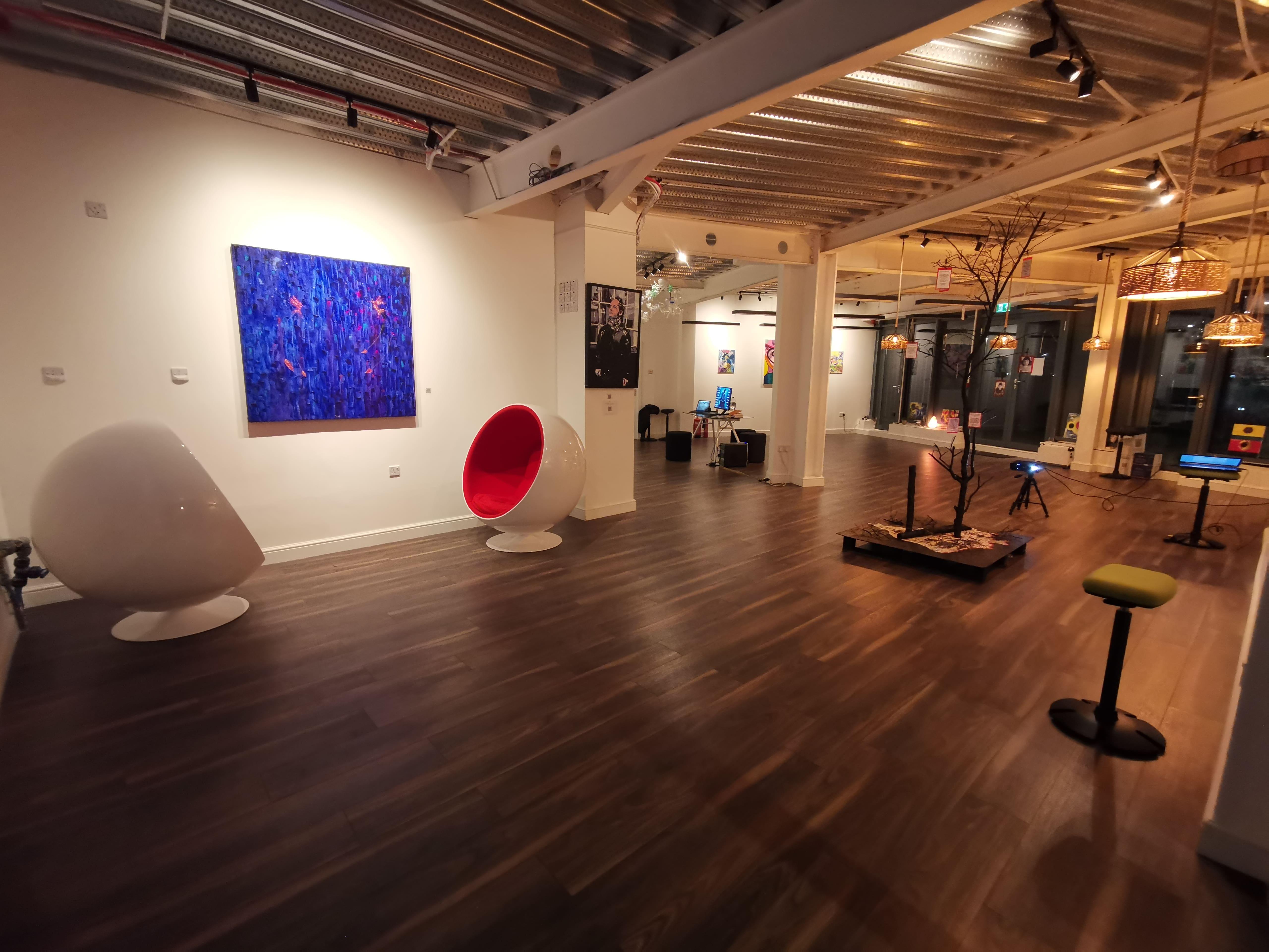 Omega Hub Lounge eve 01